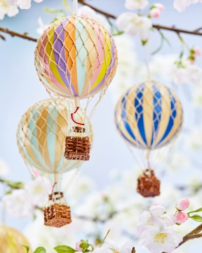 Floating The Skies luftballong regnbåge pastell 4