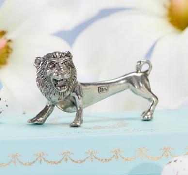 Lejon knivstöd tenn 6