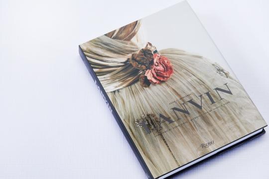 2019-02-07 books white white 1