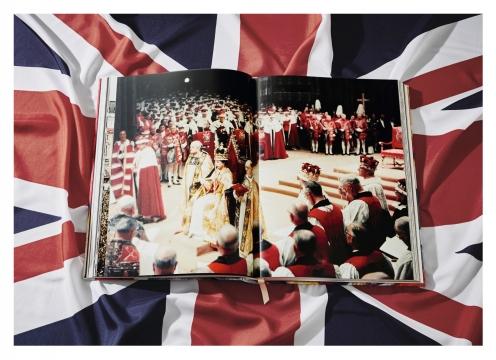 Her Majesty, Vivienne Westwood Edition 4