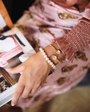 Gia Stretch armband pearl guld 1