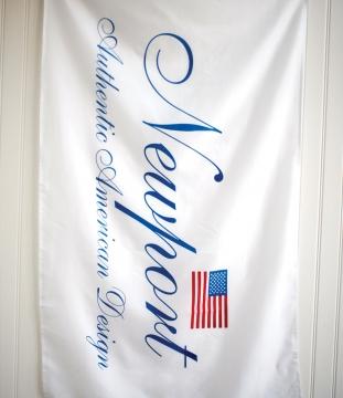 Newport flag staende