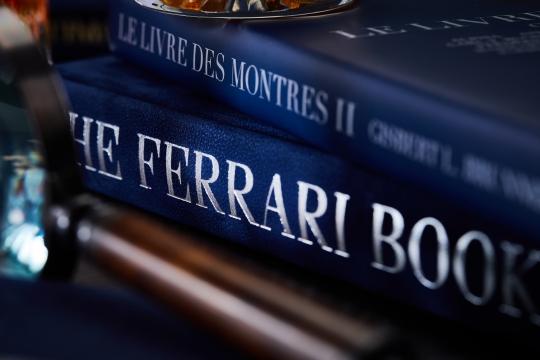 2019-01-04 books dark 30