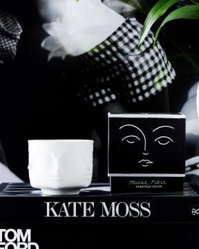 Muse Noir doftljus 1